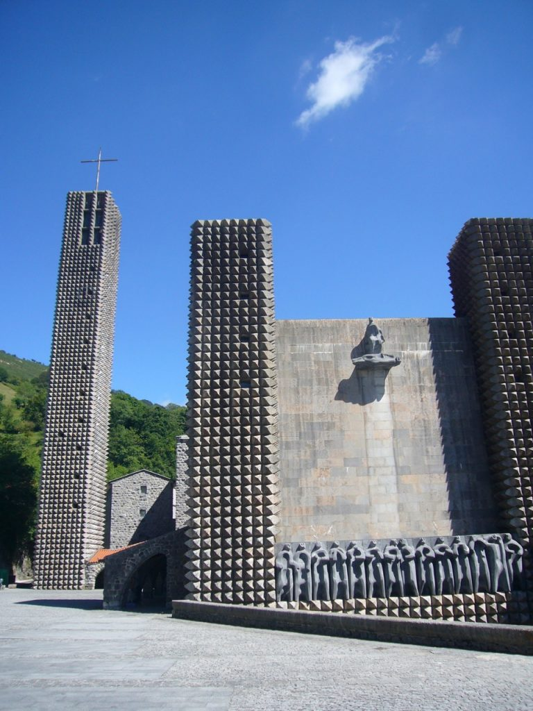 the statuary of the Apostles at Arantzazu
