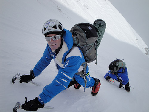 Alberto Iñurrategi and Mikel Zabalza scaling the Japanese corridor on their expedition to Everest in 2009. PHOTO: JUAN VALLEJO