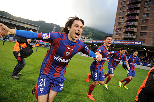 The Eibar team celebrating the promotion to 1st Division
