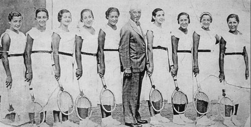 4.Basque Women racket players in the Madrid fronton in the early 40s of the twentieth century.