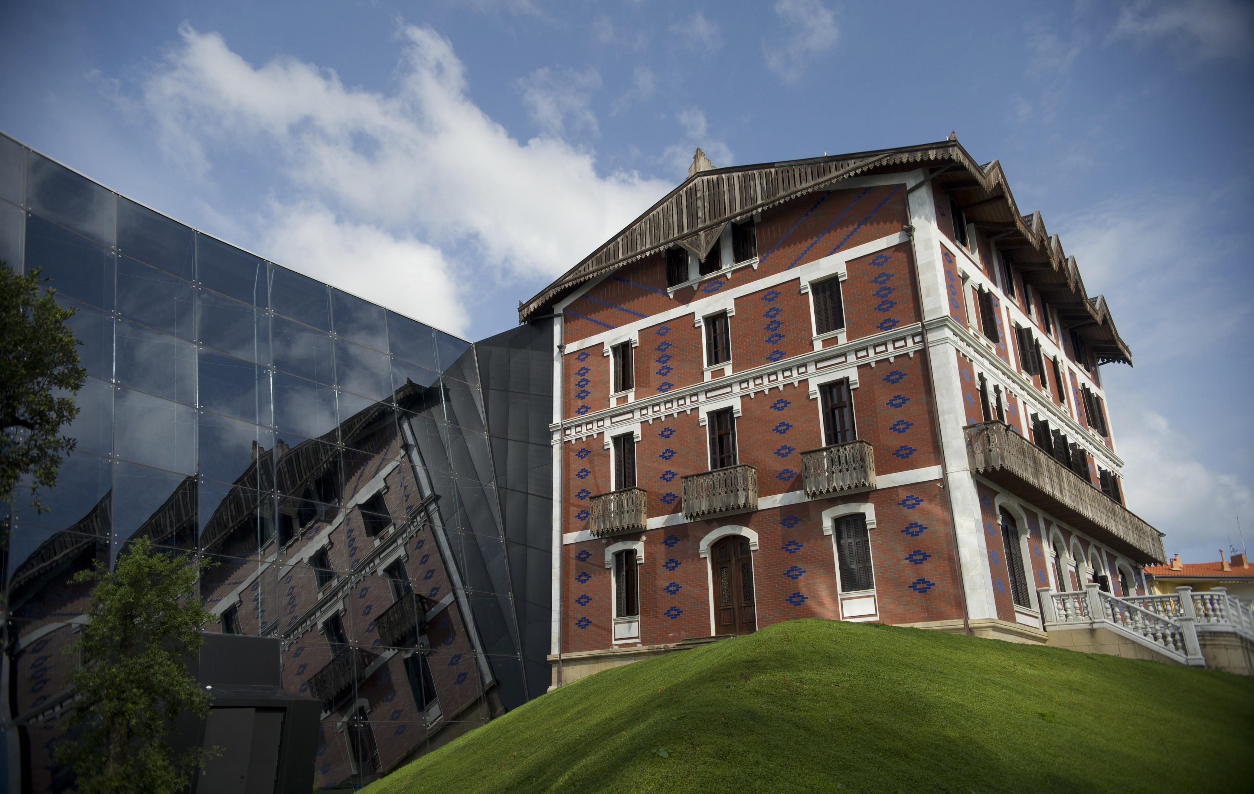 Cristóbal_Balenciaga_Museoa_exterior