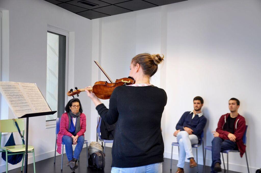 Violin class led by Japanese Professor Keiko Wataya