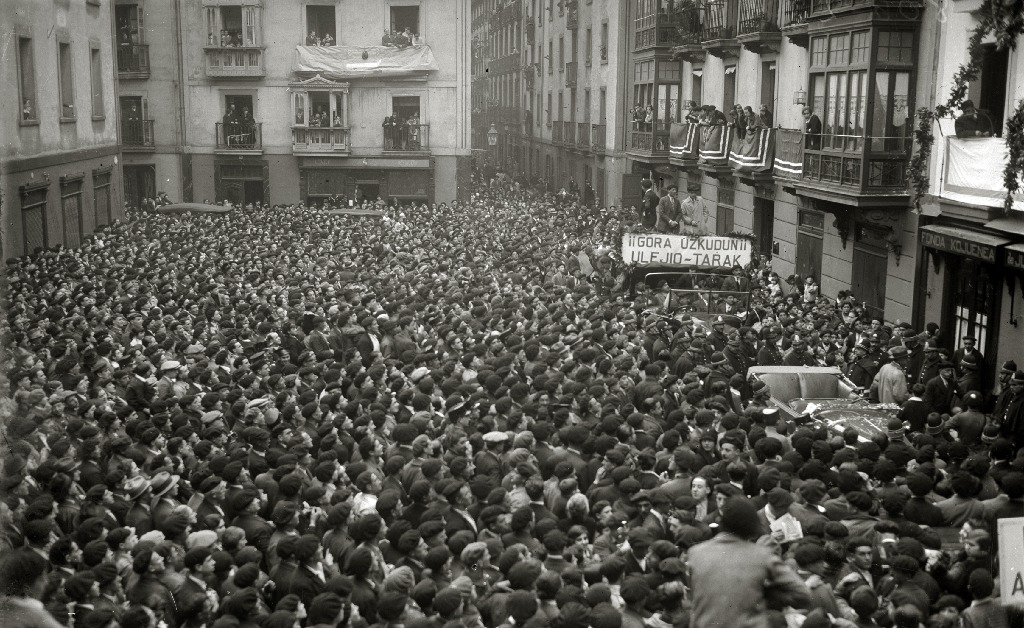 San Sebastian, 1928. Massive reception for Paulino Uzkudun after winning the European Championship
